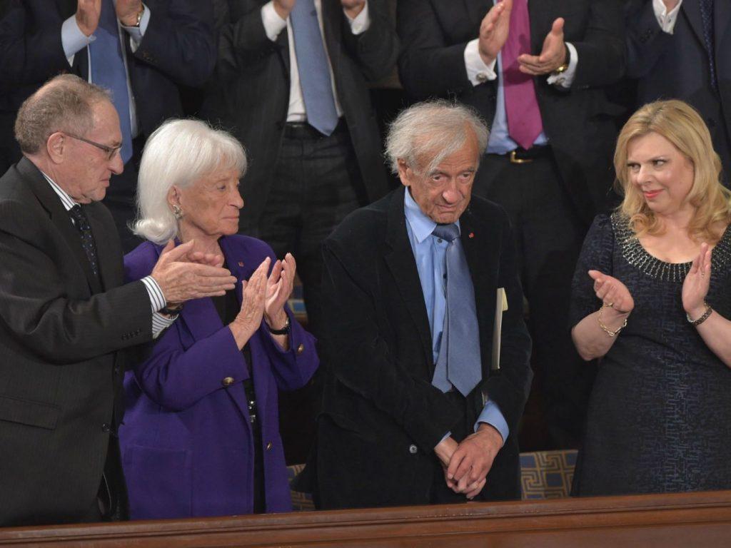 Elie Wiesel receives a standing ovation during Prime Minister Benjamin Netanyahu's Congress speech, March 3, 2015. AFP photo